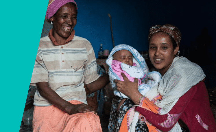 Oma-Tsege-Nesk-dochter-Mebrate-kleinzoon-Abil-1000-dagen-moringa-borstvoeding-Ethiopie-Foto-Johannes-Odé-The-Hunger-Project